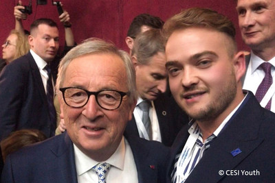 EU-Kommissionspräsident Jean-Claude Juncker mit Matthäus Fandrejewski (rechts) (Foto: © CESI Youth)